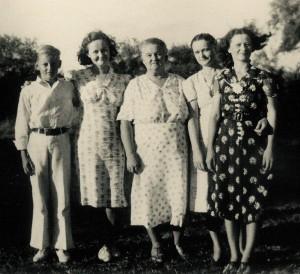 1938-circa_Mama-4Kids_