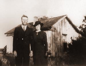 Wilson&GoldieBrooks.FirstHouse.circa1935.5x7.sepia