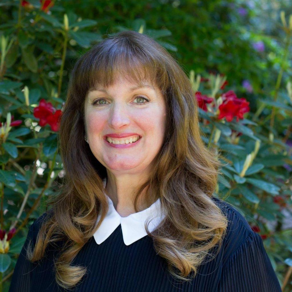 author Dawn Kinzer editor blogger